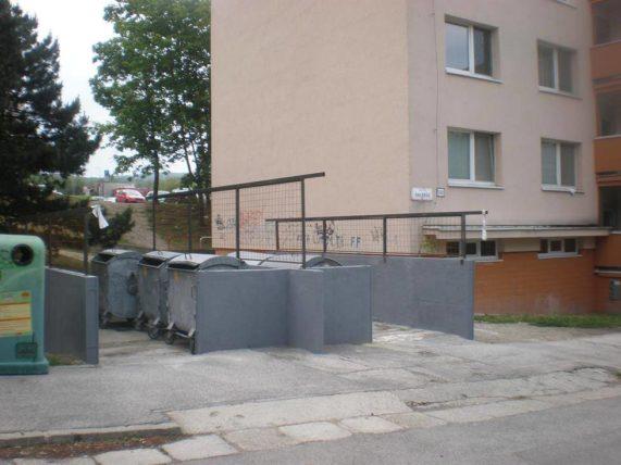 Kontajnery na Bilíkovej ulici pred úpravou